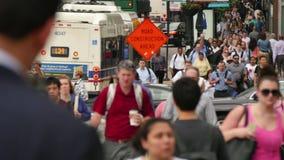 通勤者在街市财政卢普区 股票视频