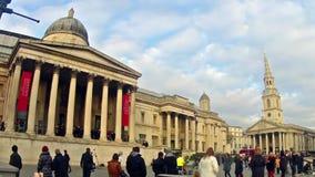 通勤者摇摄timelapse特拉法加广场国家肖像馆的在伦敦,英国 影视素材