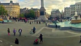 通勤者摇摄timelapse特拉法加广场的在伦敦,英国 影视素材