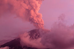 通古拉瓦火山火山爆炸 免版税库存图片
