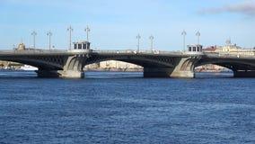 通告桥梁,晴朗的威严的天 彼得斯堡圣徒 股票录像
