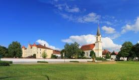 通告的城堡和教会在门科芬 库存照片