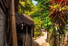 通常地方农村房子在Apo海岛,菲律宾 图库摄影