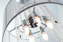 通常,水晶枝形吊灯包括有水晶的 库存图片