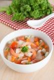 通心面用在碗的虾汤 库存照片