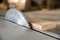 通报在木匠业车间看见了 免版税图库摄影