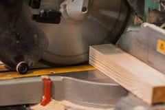 通报看见了与木粱和刻度尺 库存图片