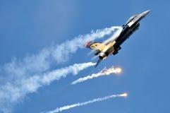通用动力F-16CG晚上猎鹰 库存照片