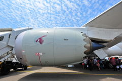 通用电器公司GEnx涡轮供给卡塔尔航空波音787-8 Dreamliner动力的爱好者引擎在新加坡Airshow 库存图片