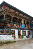 通萨,不丹- 2016年9月12日:不丹cellco大厦在一个雨天 免版税库存图片