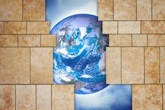 通过一个开放现代石墙您能看到世界-概念 库存图片