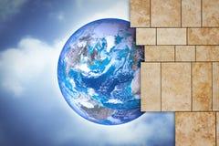 通过一个开放现代石墙您能看到世界-概念 库存照片