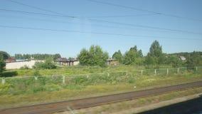 通过一个镇的郊区的高速列车移动在夏天 影视素材