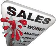 通过上升的销售额温度计的了不起的&# 库存图片