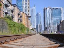 通过与街市的火车在背景中 图库摄影