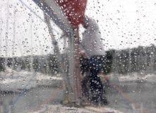 通过与水滴的玻璃  免版税库存照片