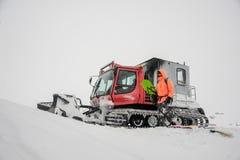 通过乘除雪机的挡雪板在Goderdzi,乔治亚 库存照片