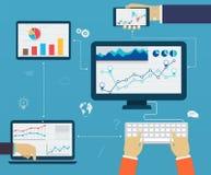 通过使用现代的企业infographics数字式设备,报告 免版税库存图片