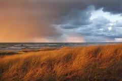 通过在休伦湖的10月风暴 免版税库存图片