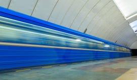 通过在地铁的火车在叶卡捷琳堡 免版税库存图片