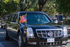 通过在柏本克街道上的巴拉克・奥巴马总统随从  免版税库存照片