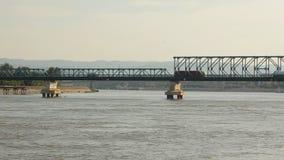 通过在桥梁的卡车在多瑙河 影视素材
