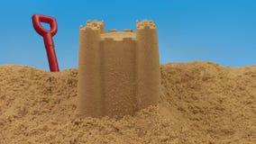 通过在海滩的沙子城堡
