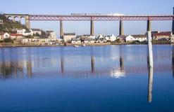 通过在的火车扶垛用栏杆围桥梁 免版税库存照片