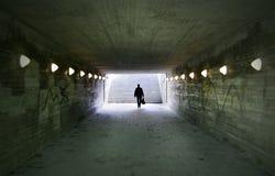 通过地下过道的人 库存照片