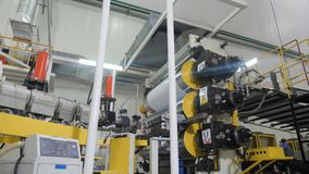 通过大机器的行动有卷和技术园地的 股票视频