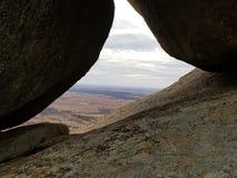 通过岩石 免版税图库摄影