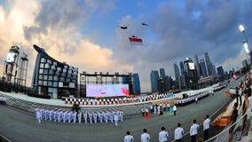 通过新加坡的标志飞行国家ndp 库存图片