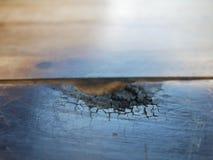 通过烧在一些区域追踪木头,烧在烹调以后  免版税图库摄影