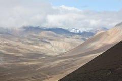 通过的尼泊尔搬运程序 库存图片