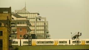 通过的市郊火车,伦敦 股票录像