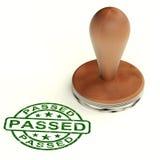 通过的邮票显示质量管理被批准的产品 免版税库存照片