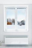 通过窗口看的冬天 库存照片