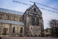 通过窗口被看见的隆德大教堂  库存图片