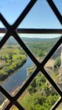 通过窗口被观看的河 免版税图库摄影
