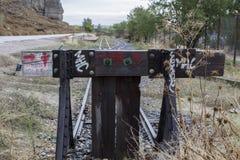 通过被放弃的火车 库存照片