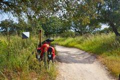 通过通往圣地亚哥的de拉普拉塔道路乘自行车西班牙 图库摄影