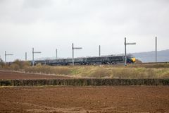 通过部分地完整电化的日立火车 免版税库存图片