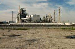通过铁路运输精炼厂 库存照片
