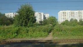 通过镇的高速列车移动 股票录像