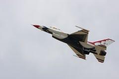 通过雷鸟美国空军迅速移动 免版税图库摄影