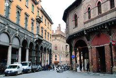 通过从广场della Mercanzia的Castiglione视图 库存图片