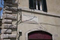 通过dei Baullari街道名字签到罗马,意大利 库存照片