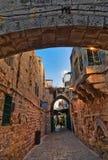 通过Dolorosa街道在晚上 耶路撒冷 以色列 库存图片