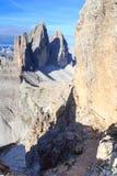 通过ferrata和山在塞斯托白云岩的Drei Zinnen,南蒂罗尔 免版税库存图片