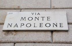 通过Monte Napoleone标志、著名街道时尚的和豪华,米兰,意大利 免版税图库摄影